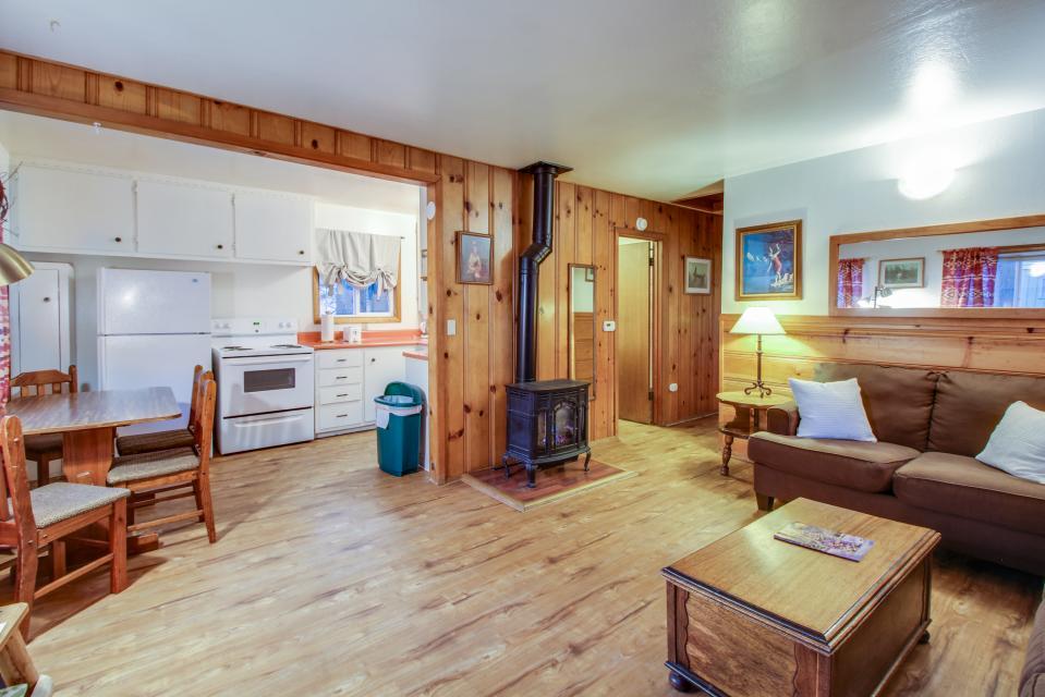 Spruce Grove Washoe Cabin - South Lake Tahoe Vacation Rental - Photo 3