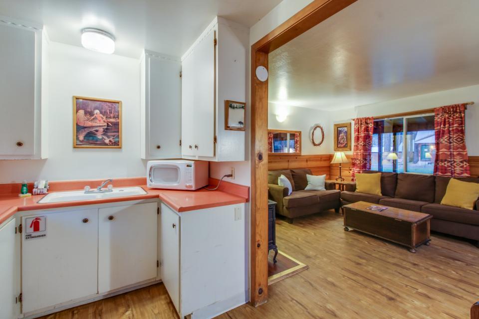Spruce Grove Washoe Cabin - South Lake Tahoe Vacation Rental - Photo 14