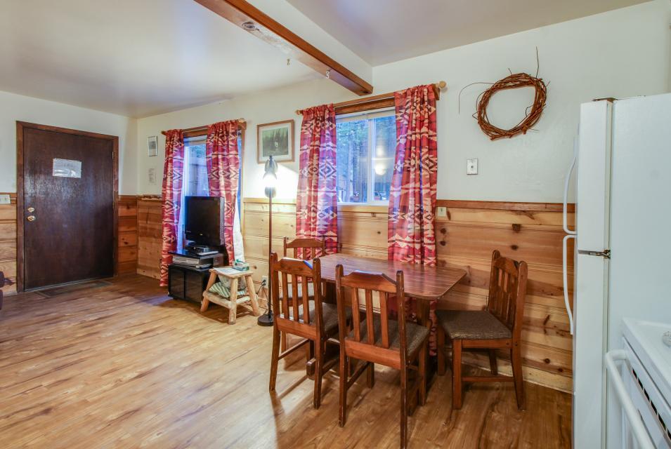 Spruce Grove Washoe Cabin - South Lake Tahoe Vacation Rental - Photo 13