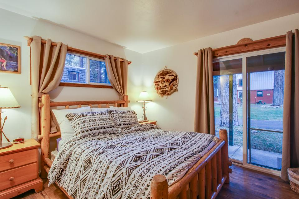 Spruce Grove Washoe Cabin - South Lake Tahoe Vacation Rental - Photo 15