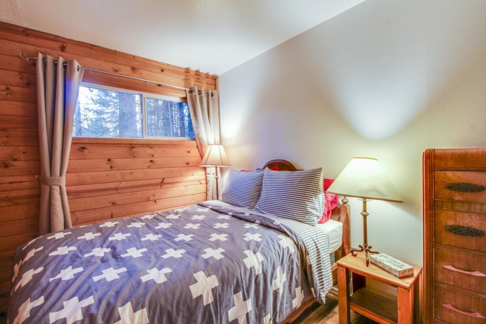 Spruce Grove Washoe Cabin - South Lake Tahoe Vacation Rental - Photo 19