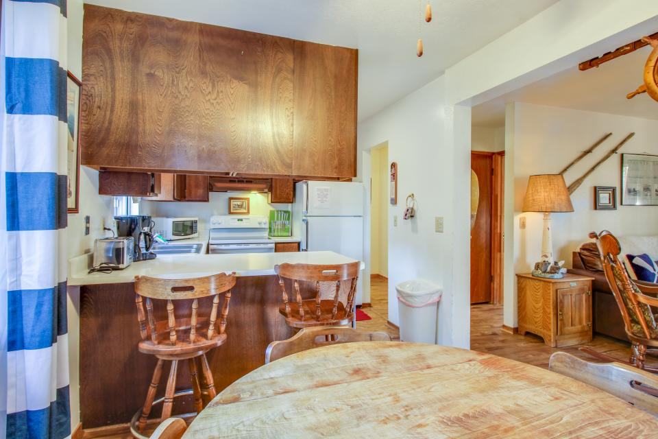 Spruce Grove Steamer Tahoe Cabin Condo - South Lake Tahoe Vacation Rental - Photo 12