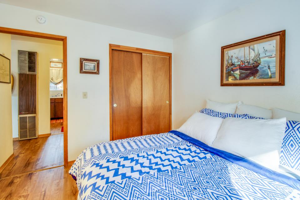Spruce Grove Steamer Tahoe Cabin Condo - South Lake Tahoe Vacation Rental - Photo 17