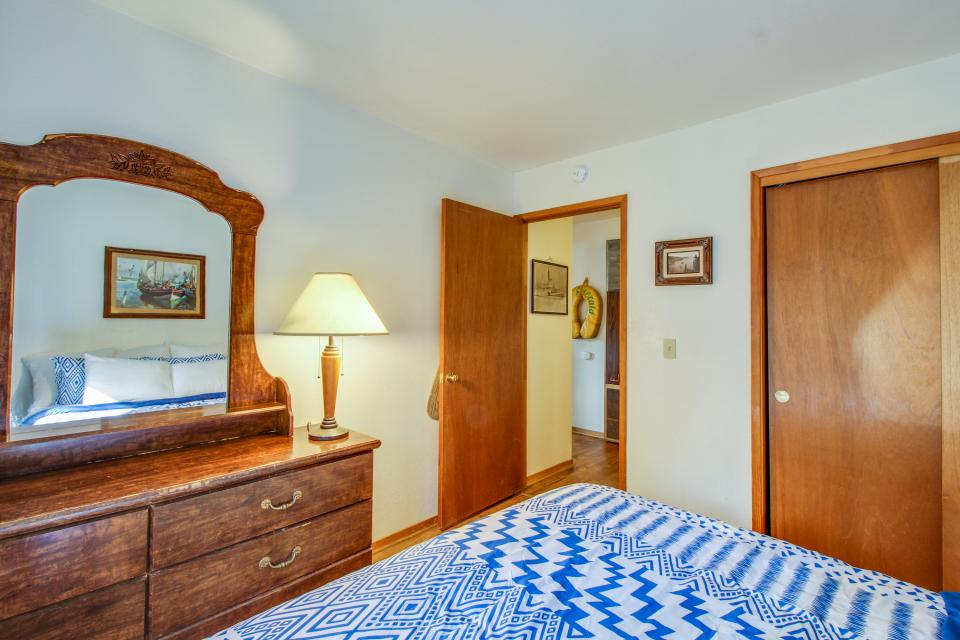 Spruce Grove Steamer Tahoe Cabin Condo - South Lake Tahoe Vacation Rental - Photo 18