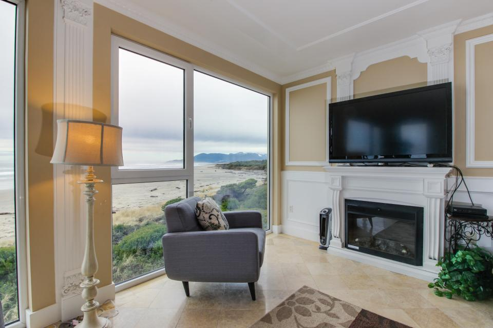 The Modern Oceanfront View Condo #203 - Rockaway Beach Vacation Rental - Photo 10