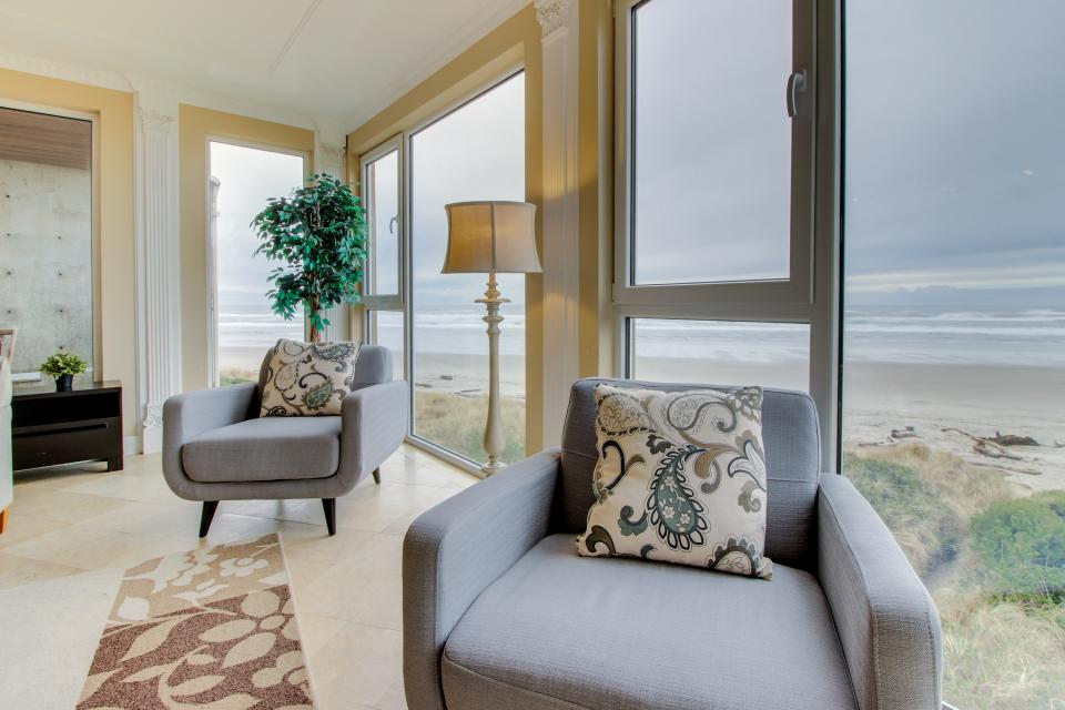 The Modern Oceanfront View Condo #203 - Rockaway Beach Vacation Rental - Photo 2
