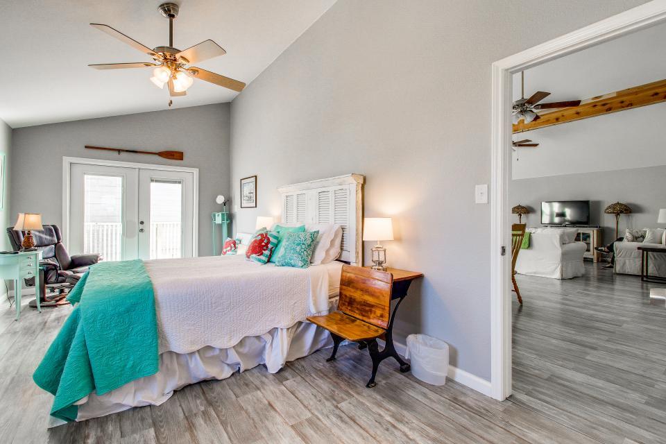 Blue Ribbon Cottage - Galveston Vacation Rental - Photo 27