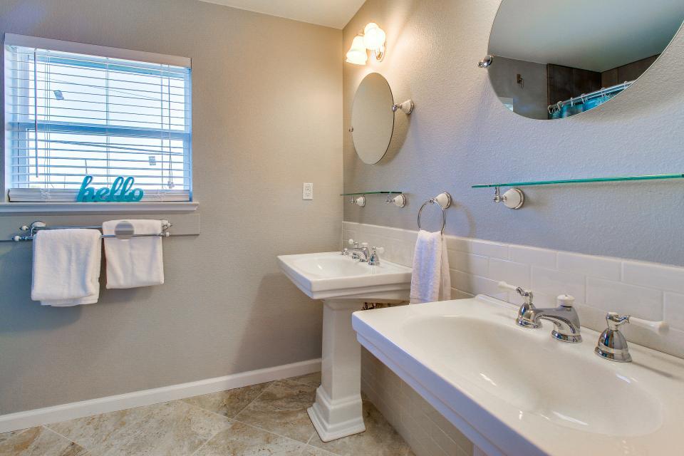 Blue Ribbon Cottage - Galveston Vacation Rental - Photo 30
