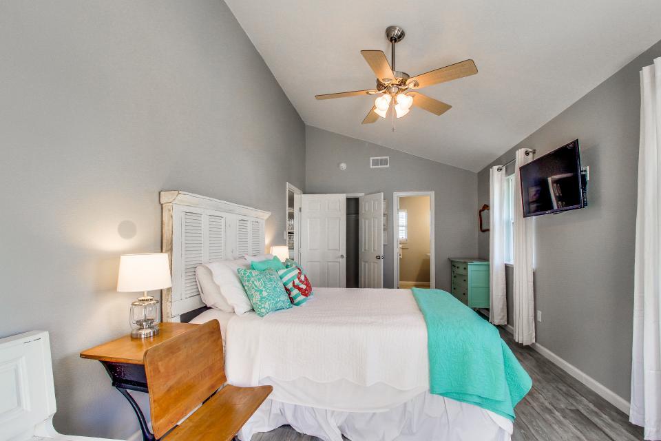 Blue Ribbon Cottage - Galveston Vacation Rental - Photo 26