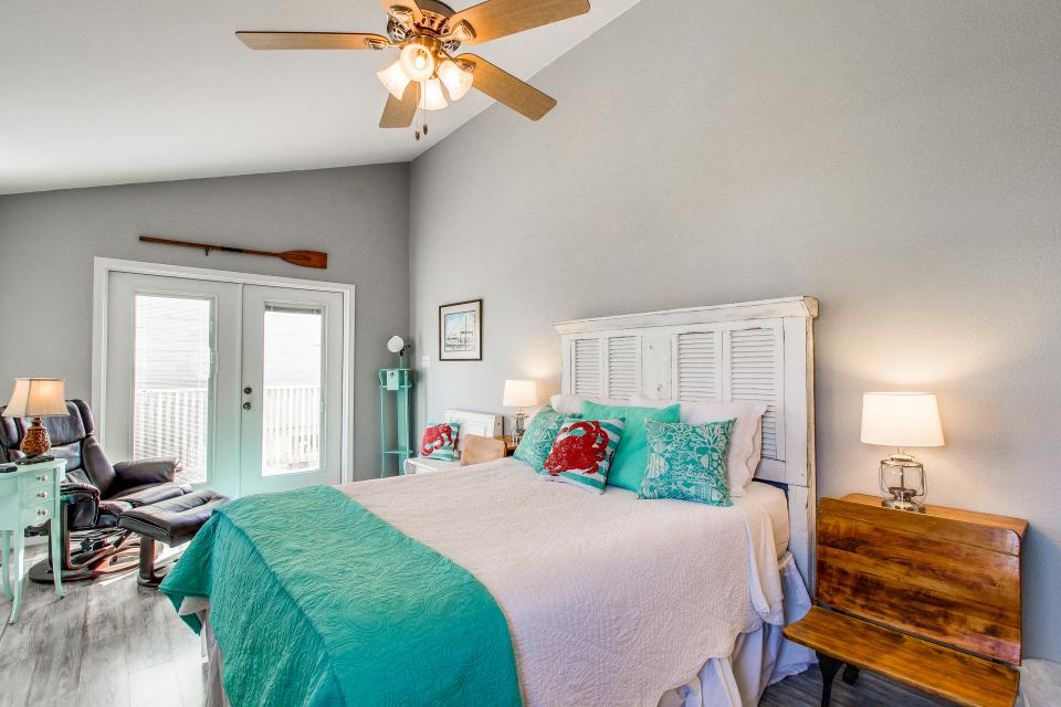 Blue Ribbon Cottage - Galveston Vacation Rental - Photo 24