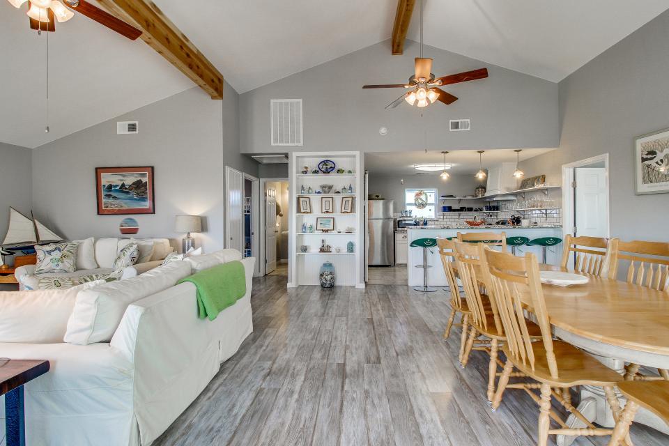 Blue Ribbon Cottage - Galveston Vacation Rental - Photo 35