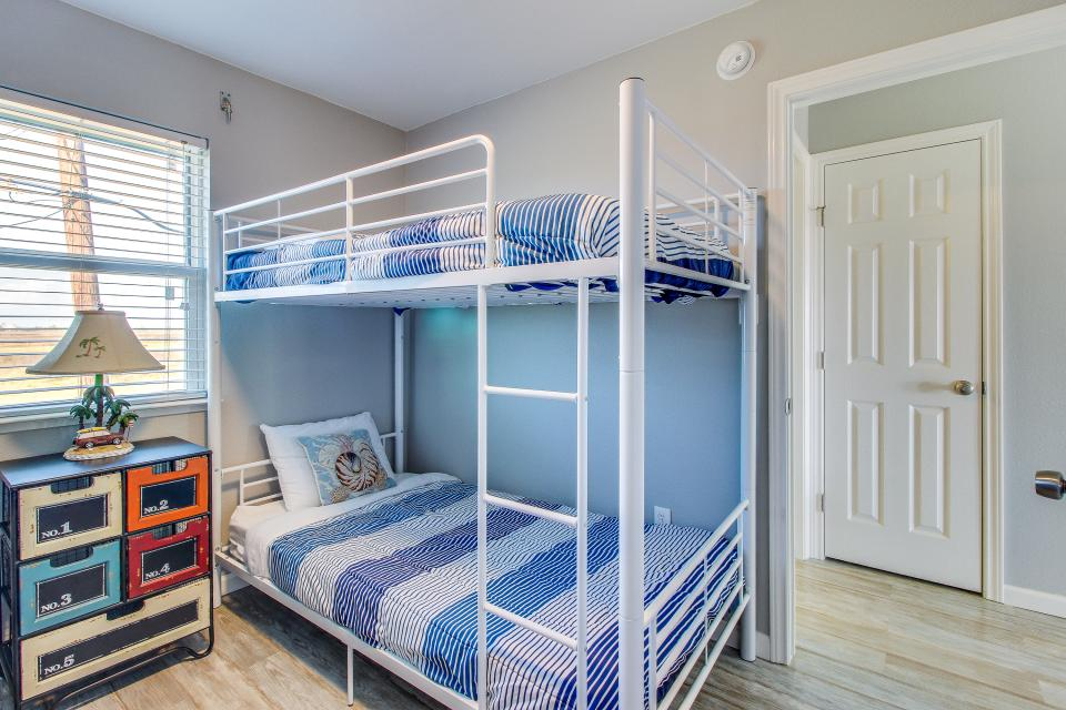 Blue Ribbon Cottage - Galveston Vacation Rental - Photo 21