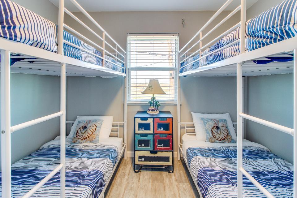 Blue Ribbon Cottage - Galveston Vacation Rental - Photo 22