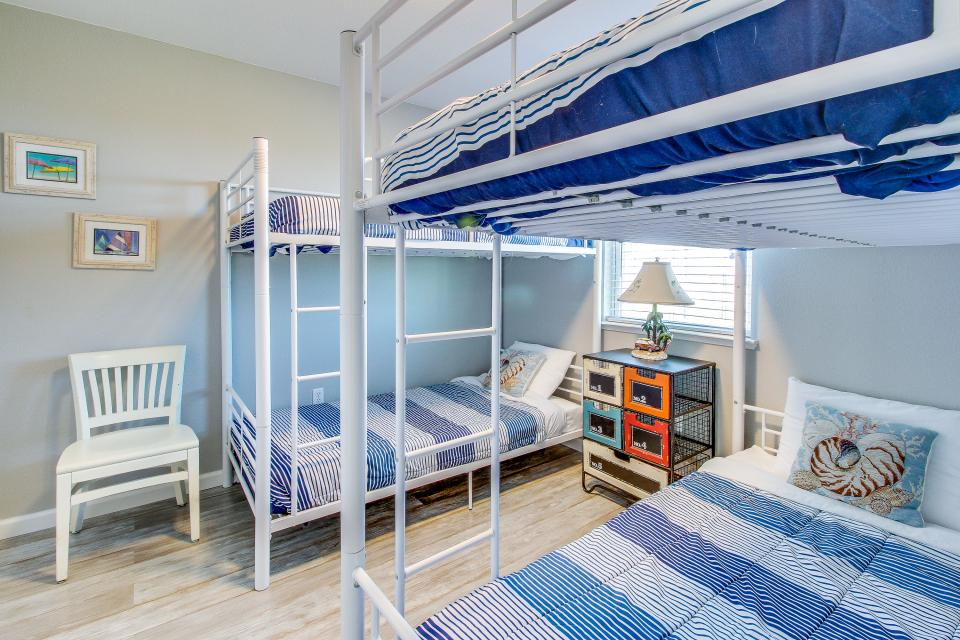 Blue Ribbon Cottage - Galveston Vacation Rental - Photo 20