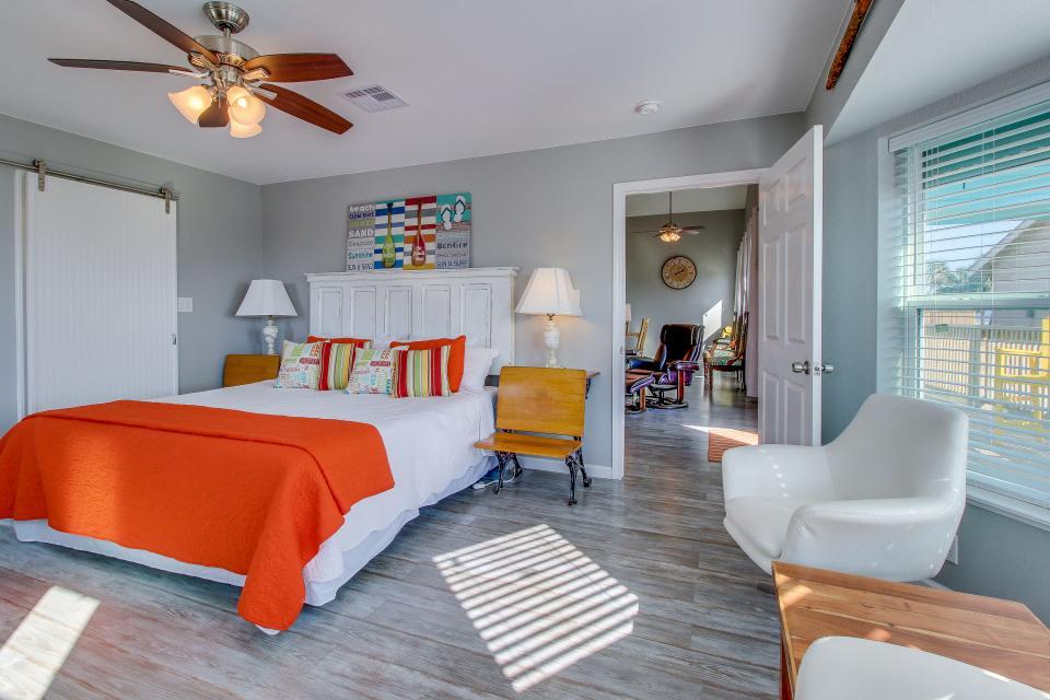 Blue Ribbon Cottage - Galveston Vacation Rental - Photo 15