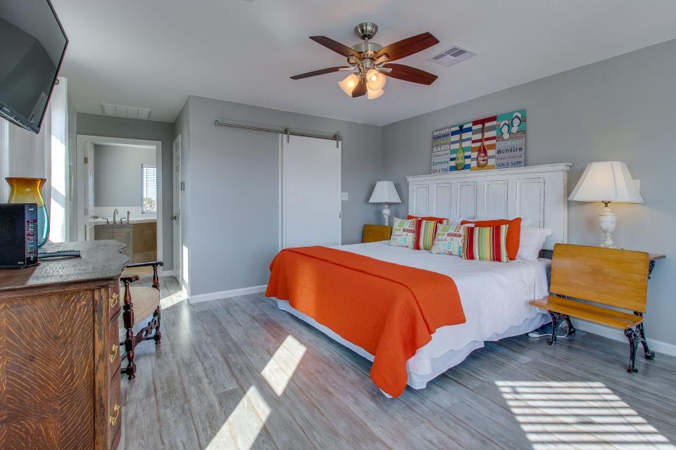 Blue Ribbon Cottage - Galveston Vacation Rental - Photo 16