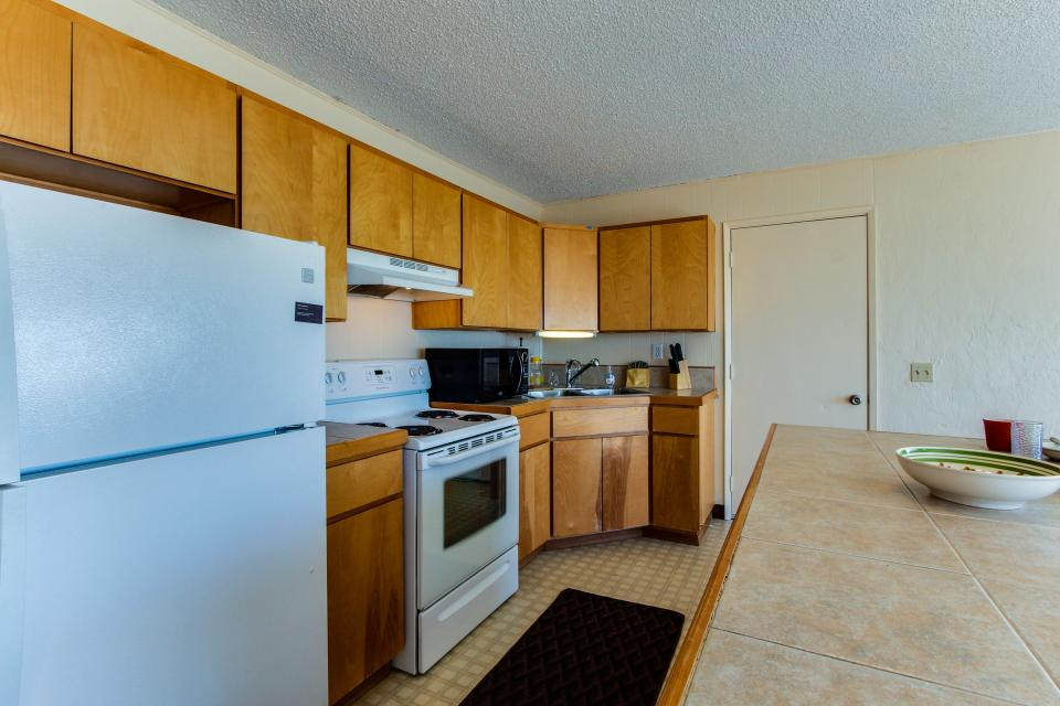 Sunset Cottage - South Beach Vacation Rental - Photo 10