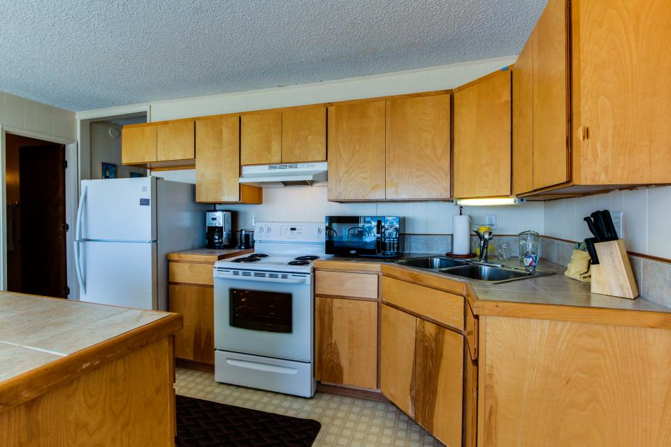 Sunset Cottage - South Beach Vacation Rental - Photo 11