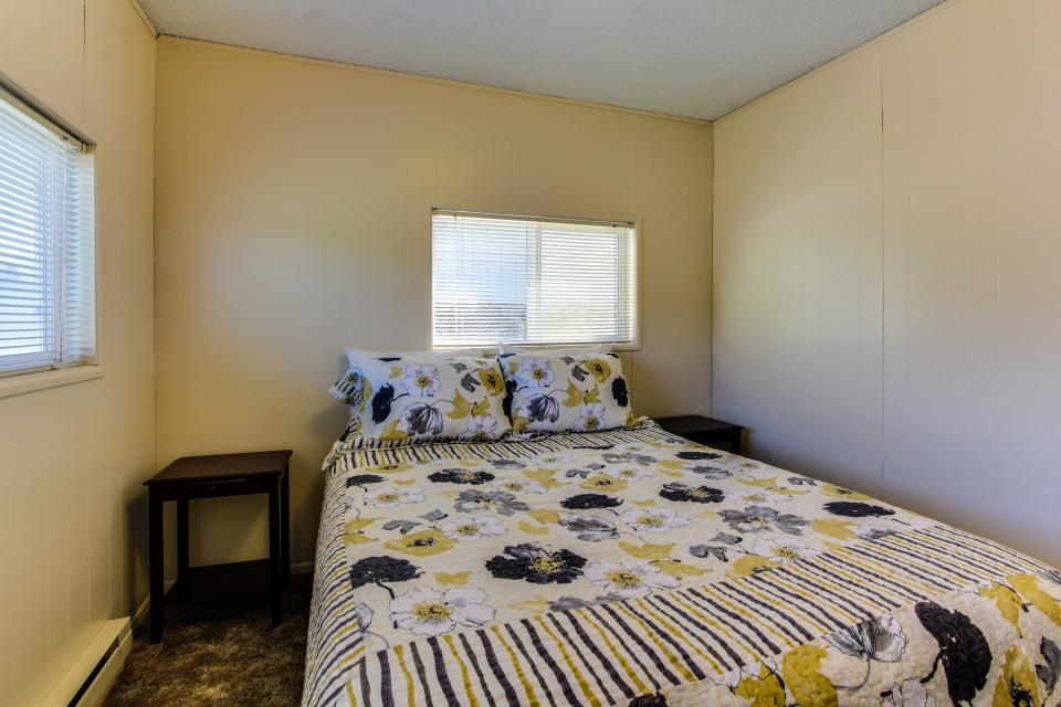 Sunset Cottage - South Beach Vacation Rental - Photo 13