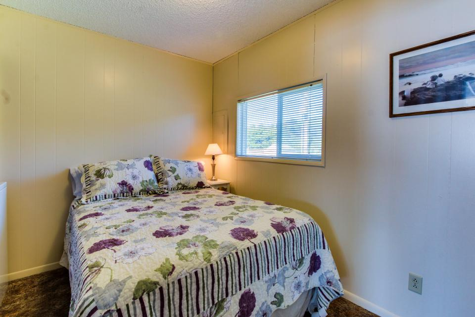 Sunset Cottage - South Beach Vacation Rental - Photo 14
