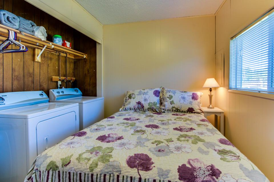 Sunset Cottage - South Beach Vacation Rental - Photo 15