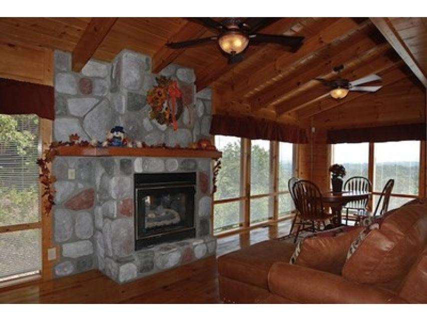 Rendez-View Cabin - Sevierville Vacation Rental - Photo 4