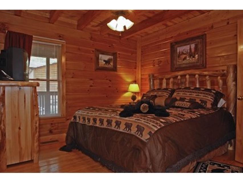 Rendez-View Cabin - Sevierville Vacation Rental - Photo 10