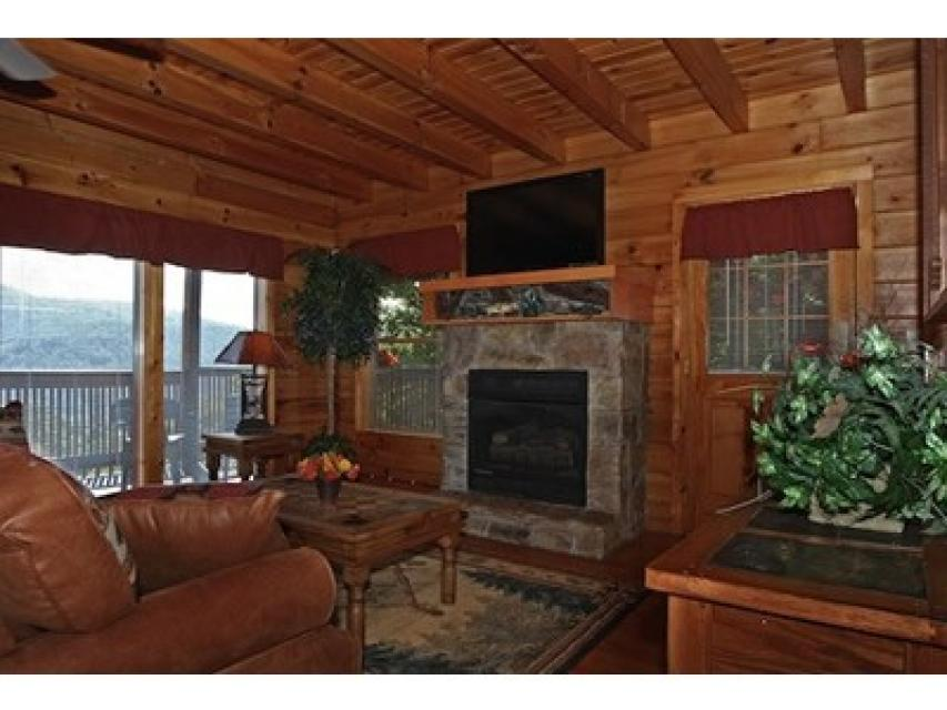 Rendez-View Cabin - Sevierville Vacation Rental - Photo 3