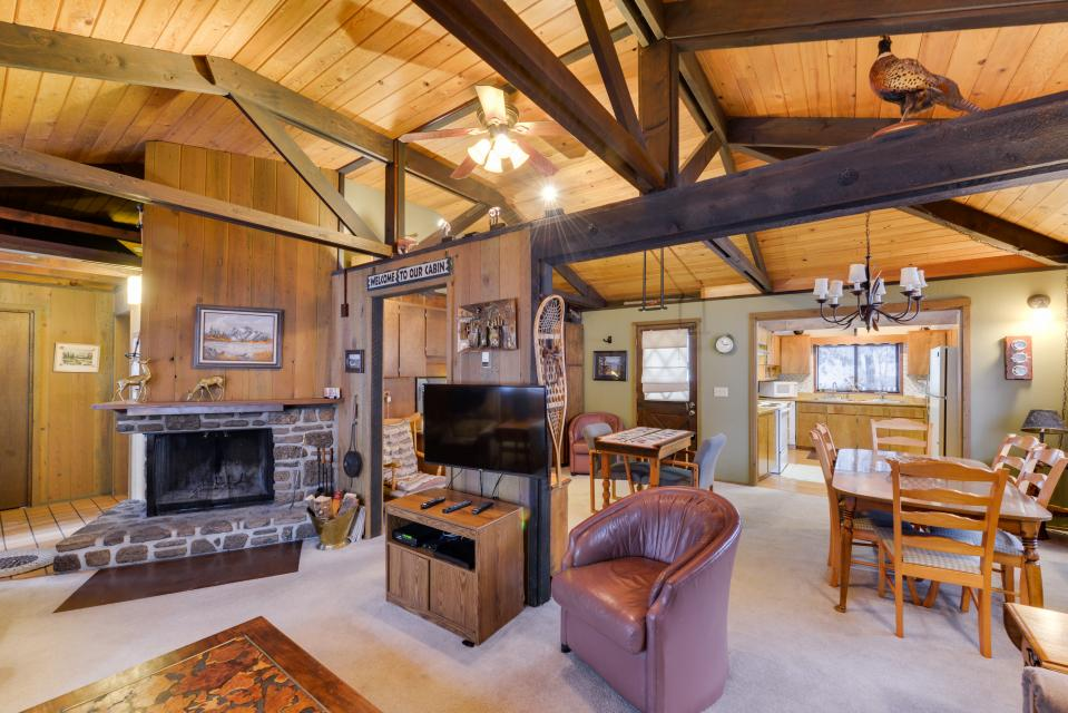 Cozy Jay Cabin - Sunriver Vacation Rental - Photo 2