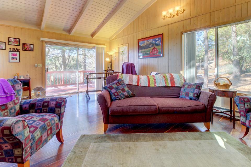 Quiet Californian Cabin - Idyllwild Vacation Rental - Photo 1