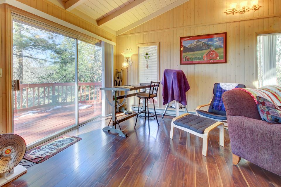 Quiet Californian Cabin - Idyllwild Vacation Rental - Photo 2