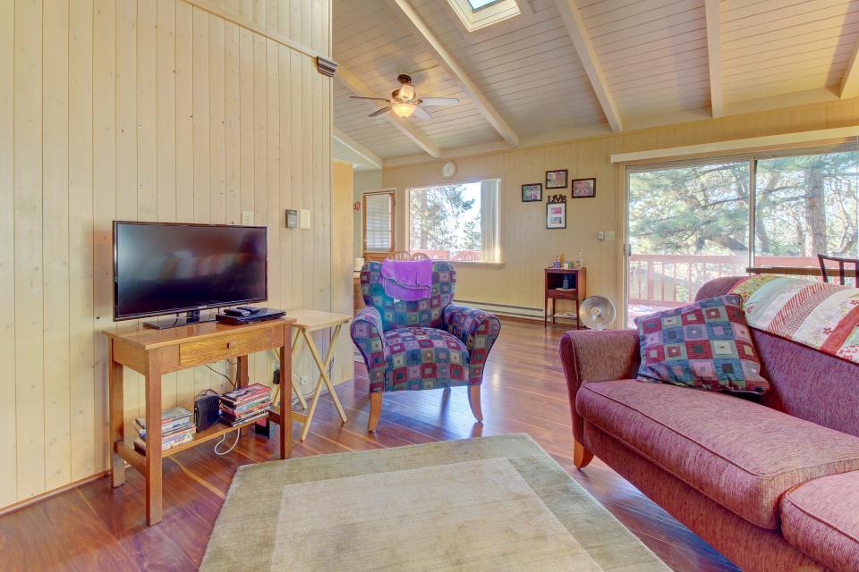 Quiet Californian Cabin - Idyllwild Vacation Rental - Photo 4