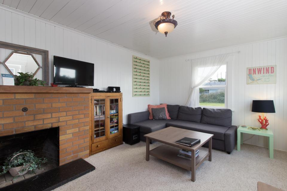 The Rising Tide Oceanfront Cottage - Rockaway Beach Vacation Rental - Photo 3