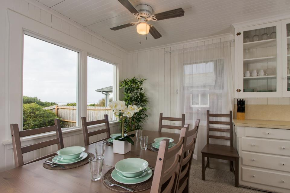 The Rising Tide Oceanfront Cottage - Rockaway Beach Vacation Rental - Photo 8
