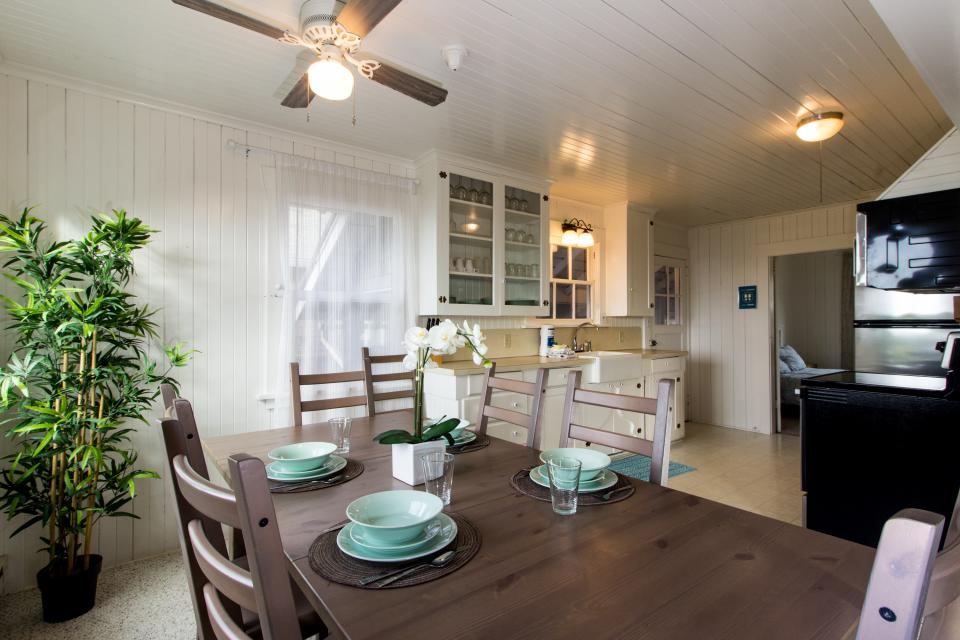 The Rising Tide Oceanfront Cottage - Rockaway Beach Vacation Rental - Photo 7