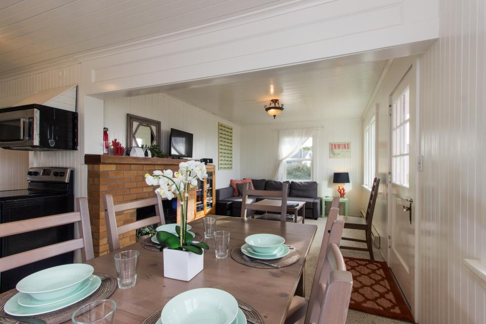 The Rising Tide Oceanfront Cottage - Rockaway Beach Vacation Rental - Photo 9