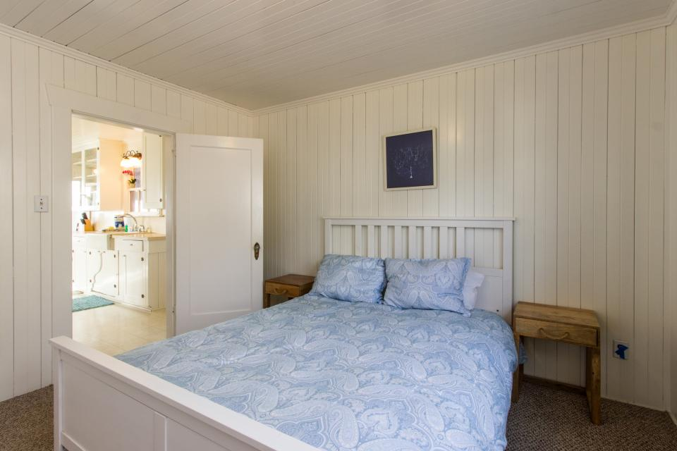The Rising Tide Oceanfront Cottage - Rockaway Beach Vacation Rental - Photo 14