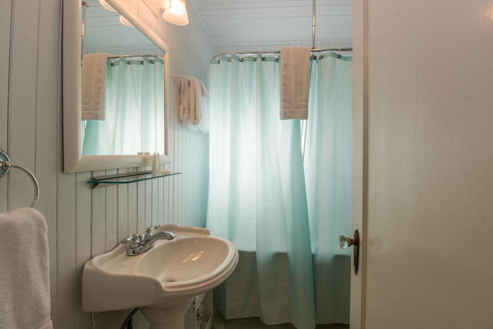 The Rising Tide Oceanfront Cottage - Rockaway Beach Vacation Rental - Photo 17