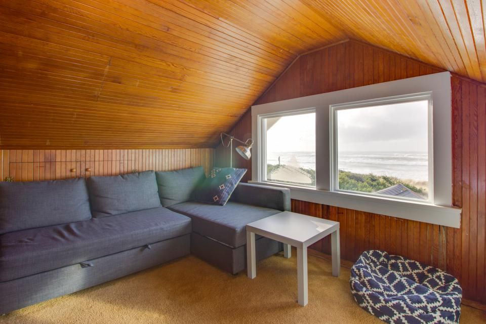 The Rising Tide Oceanfront Cottage - Rockaway Beach Vacation Rental - Photo 23