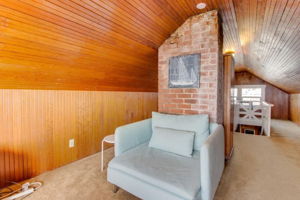 The Rising Tide Oceanfront Cottage - Rockaway Beach Vacation Rental - Photo 20