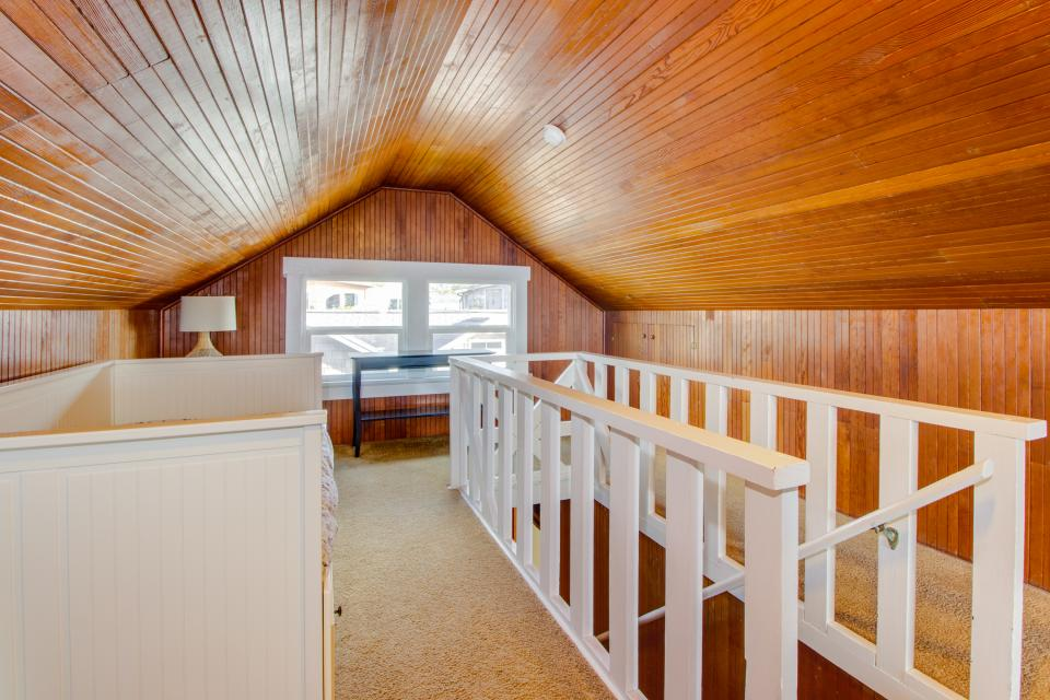 The Rising Tide Oceanfront Cottage - Rockaway Beach Vacation Rental - Photo 21
