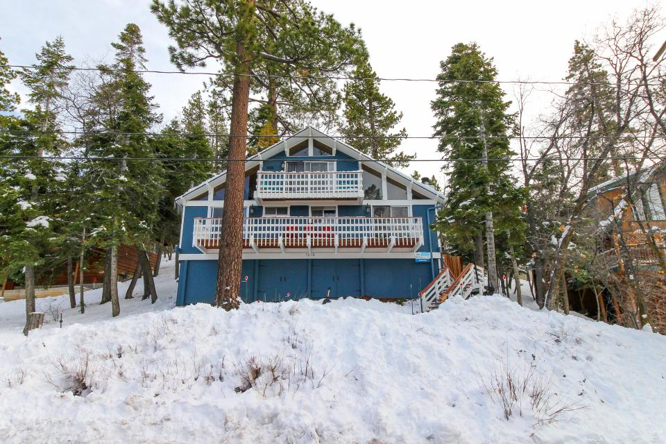 Siskiyou chalet 2 bd vacation rental in big bear lake for Lake siskiyou resort cabins