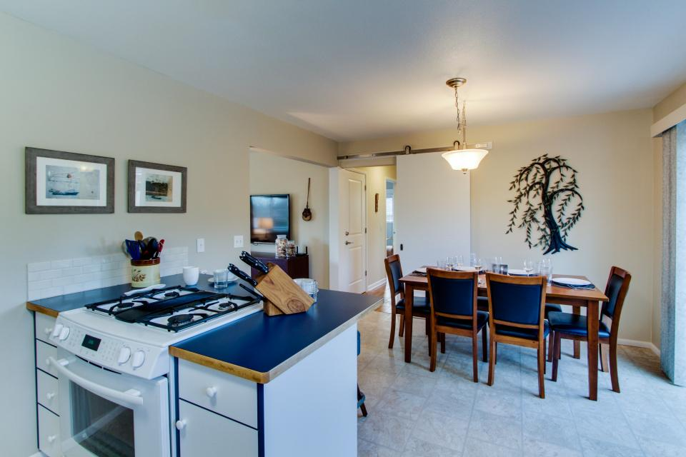 Sam's Place by the Bay - Newport Vacation Rental - Photo 8