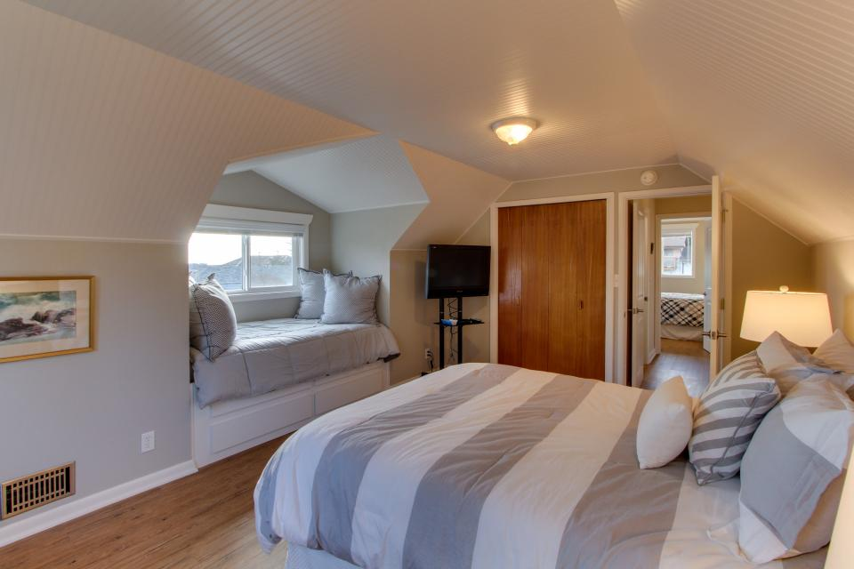 Sam's Place by the Bay - Newport Vacation Rental - Photo 20