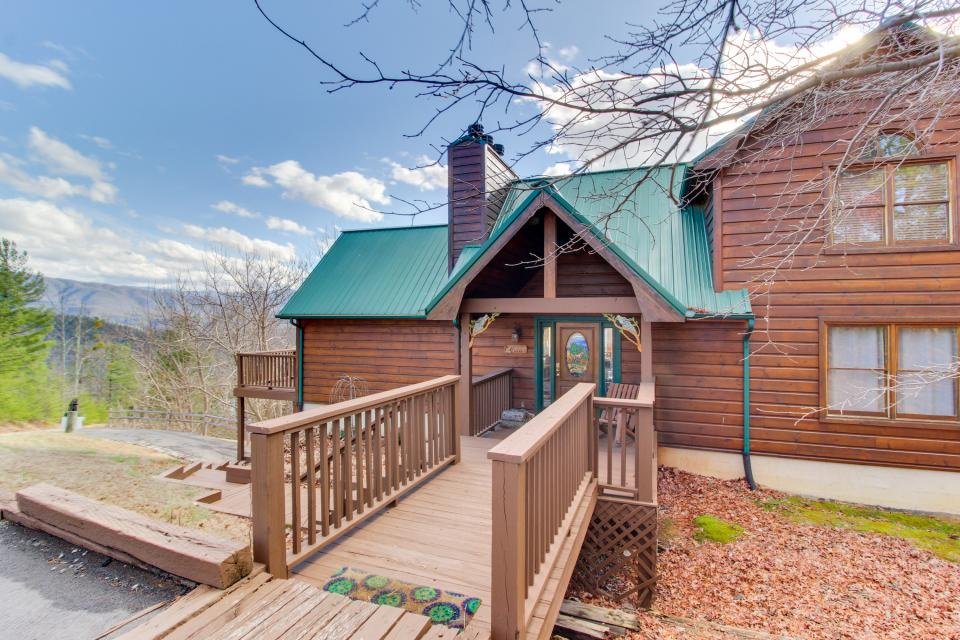Red Wolf Lodge - Sevierville Vacation Rental - Photo 3