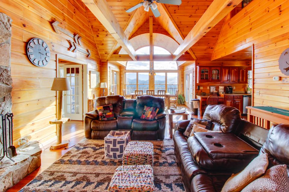Red Wolf Lodge - Sevierville Vacation Rental - Photo 9