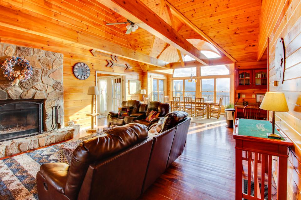Red Wolf Lodge - Sevierville Vacation Rental - Photo 10