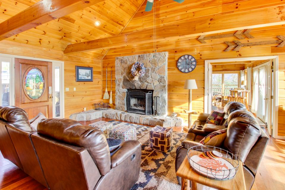 Red Wolf Lodge - Sevierville Vacation Rental - Photo 11
