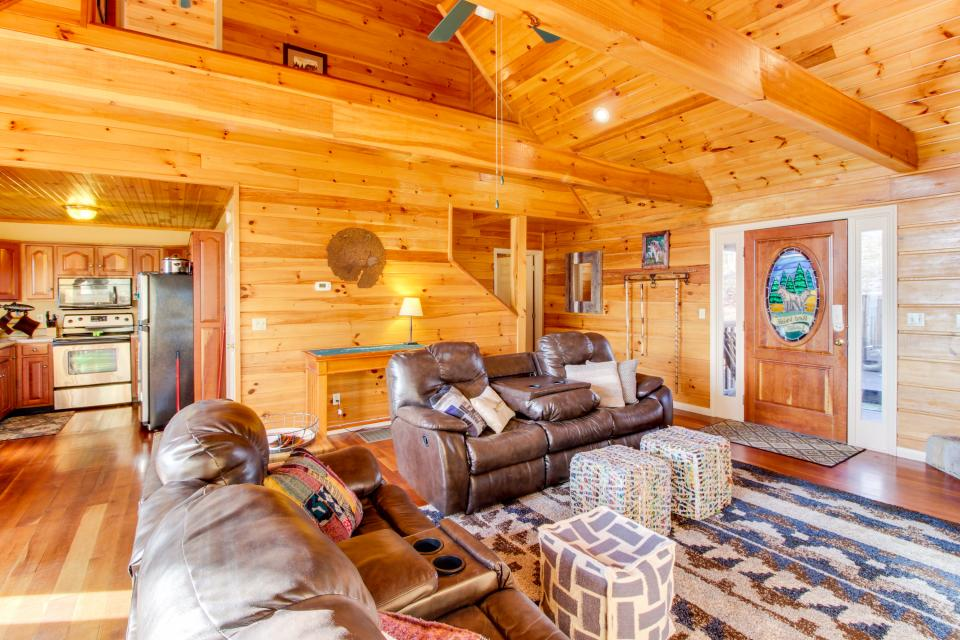 Red Wolf Lodge - Sevierville Vacation Rental - Photo 7