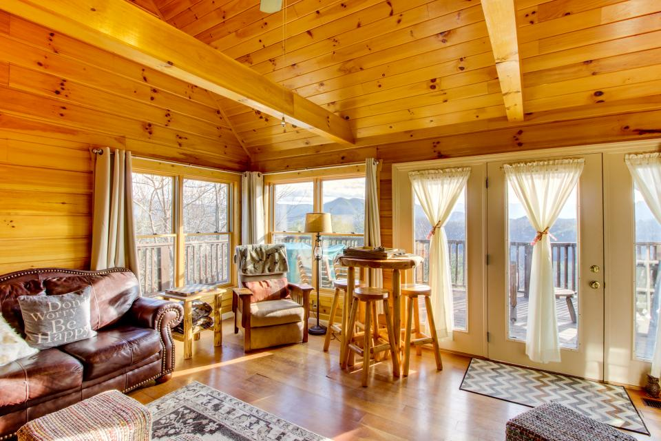Red Wolf Lodge - Sevierville Vacation Rental - Photo 6